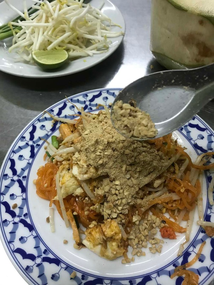 The best Pad Thai in Bangkok? It is not where you may think it is! Ignore Thip Samai as I will introduce you to the real deal & tell you why it is the best.