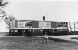 p-SchoolMidwolde-1975