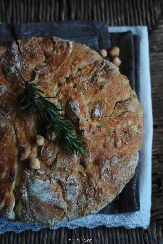 No knead bread, ovvero un pane senza impasto con nocciole e rosmarino
