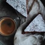 Torta speziata al cacao con nocciole e gocce di cioccolato, ovvero 'la torta della Fra'
