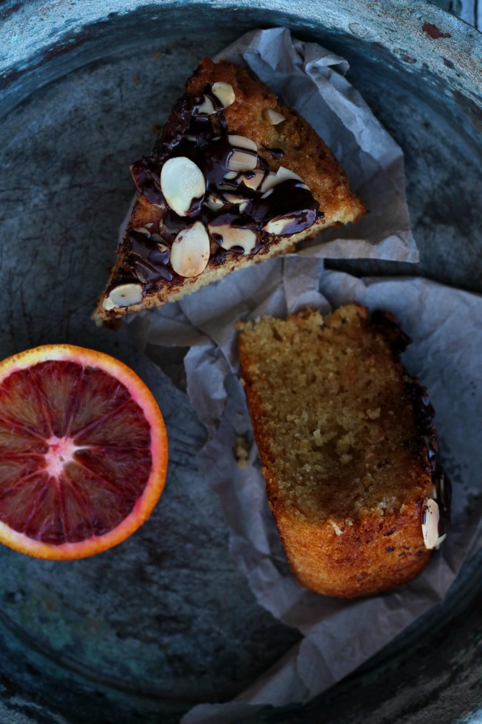 torta vegana arance rosse mandorle e cioccolato 2
