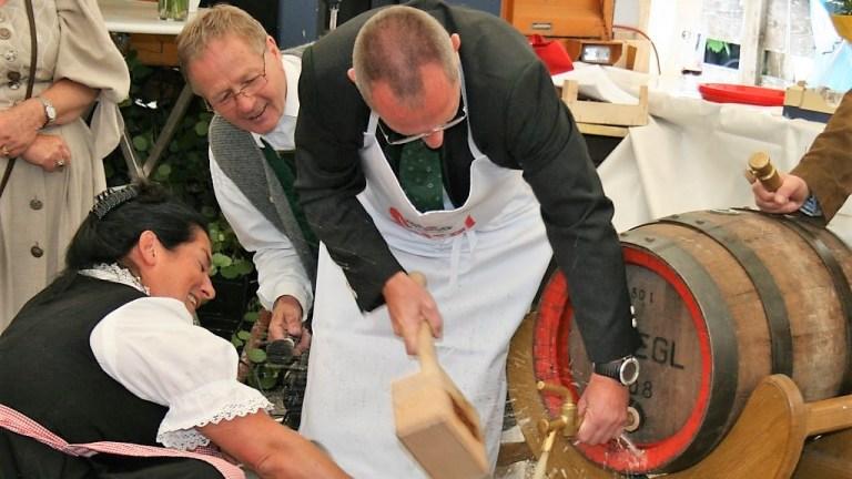 Fassbieranstich zum 100jährigen, Foto: Knut Kuckel