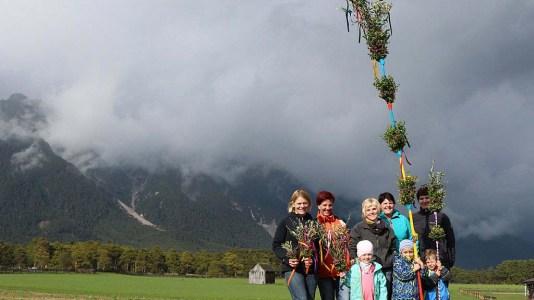 Mieminger Bäuerinnen laden vor Palmsonntag zum Palmbuschenbinden ein, Foto: Knut Kuckel/Mieming.online