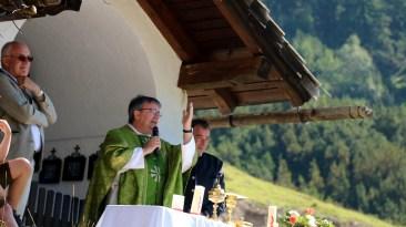 """Das ist """"ein unvergleichbares Altarbild"""" sagte der Würzburger Domkapitular Clemens Biber, Foto: Knut Kuckel"""
