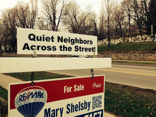 funny-house-for-sale-neighbors-street