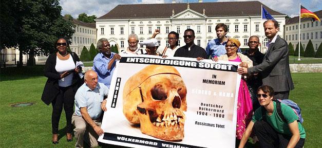Herero- und Nama-Delegierten in Berlin vor dem Sitz des Bundespräsidenten (Archivfoto)