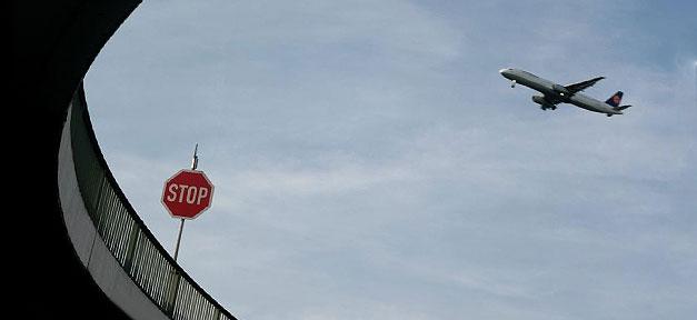 Stopp © TraumTeufel666 @ flickr.com (CC 2.0), bearb. MiG