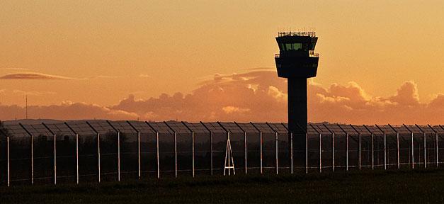 Flughafen © Fields of View auf flickr.com (CC 2.0), bearb. MiG