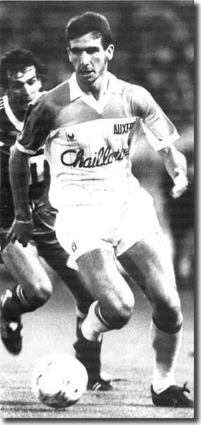 Eric Cantona, con la camiseta del Auxerre