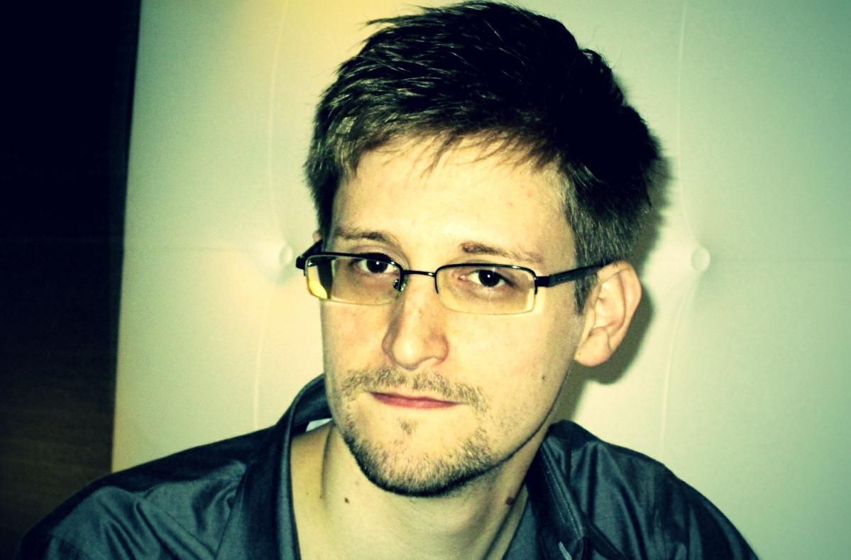 https://i0.wp.com/www.migliorblog.it/wp-content/uploads/2014/01/Edward-Snowden-pose.jpg