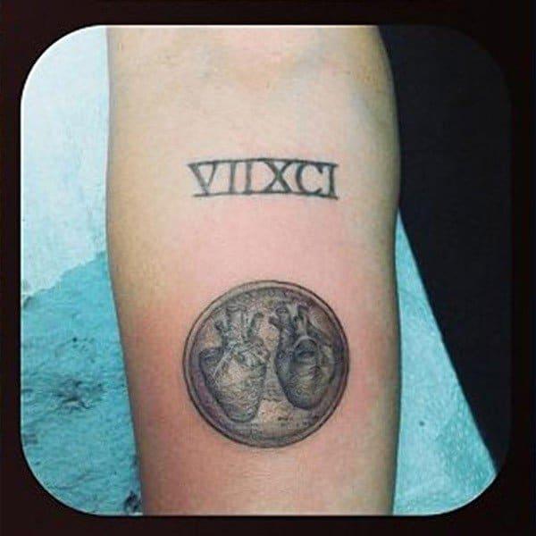 nuovo tatuaggio cuori Miley Cyrus