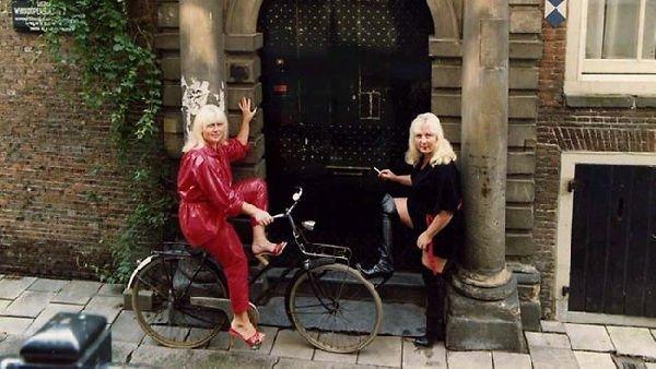 Fokkens, le gemelle prostitute più anziane di Amsterdam