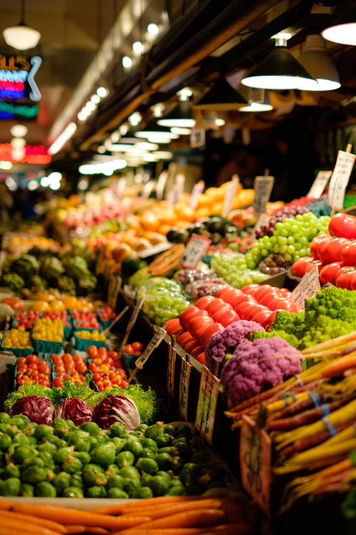 A grocery store vegetable aisle that are migraine diet safe