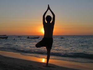yoga 1996209 640 300x225 - El Ejercicio Físico en beneficio de una vida Plena