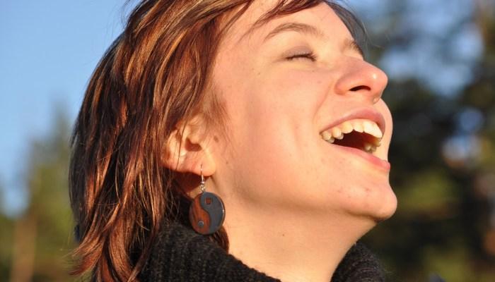 laughter 1532978 1280 - emociones y sentimientos
