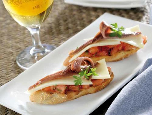 Bruschetta con anchoas y queso