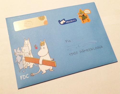 Tämä Muumikuori lähtee Pialle, kun sain Pialta eilen kirjeen ja oli sitten vaan pakko heti vastata. Ei kai mulla mitenkään ole ikävä mun ystävääni... :)