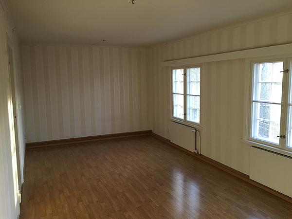 Tässä ollaan sitten kahden olohuoneen välillä, tästä huoneesta ei ole aiemmin kuvia ollutkaan.