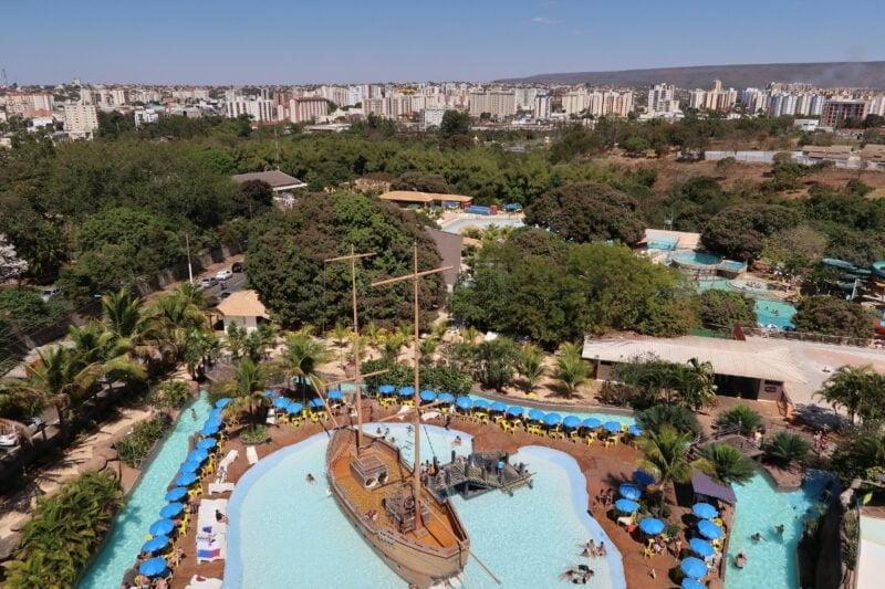 Foto van hotel met zwembad en glijbanen in Caldas Novas Brazilië