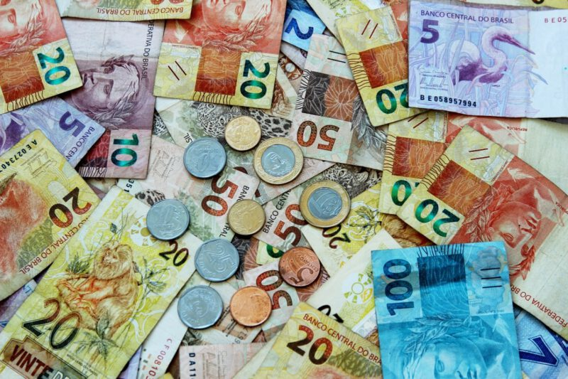Afbeelding van Braziliaanse reals in papier en munt