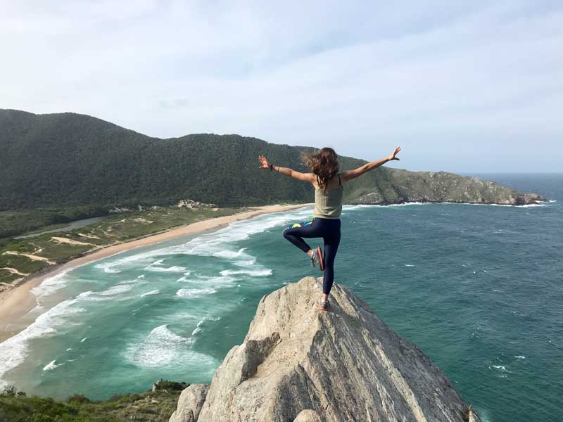 Mijnbrazilie-Brazilië-Vrijwilligerswerk-in-Brazilië-Puck-Colen-Uitkijkend-over-het-water-en-strand