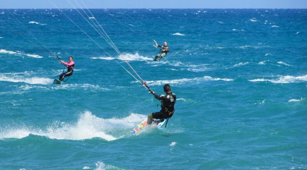 Mijnbrazilie-Brazilië-Barra Grande wordt ook wel het kitesurf paradijs genoemd-Kitesurfers op het blauwe water