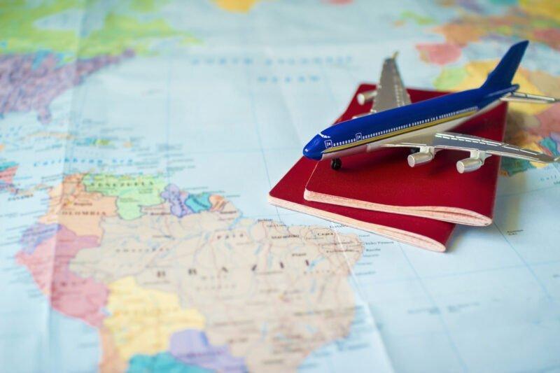 Mijnbrazilie-Brazilië-Tips-voor-goedkope-vliegtickets-naar-Brazilië-Landkaart-Paspoorten-Vliegtuig