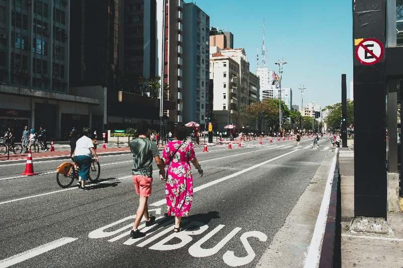São Paulo-Avenida Paulista-Op zondag is de weg afgesloten en kun je wandelen en recreëren
