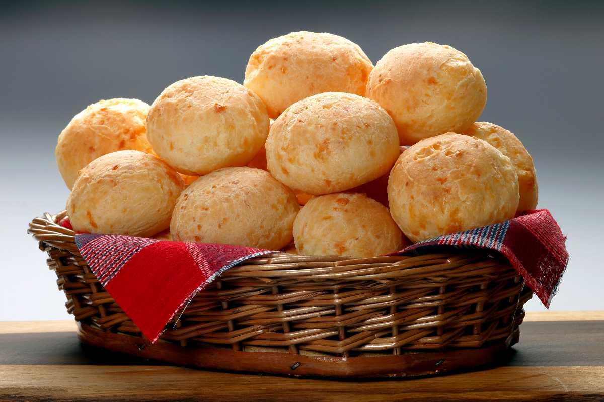 Pão de queijo in een mandje