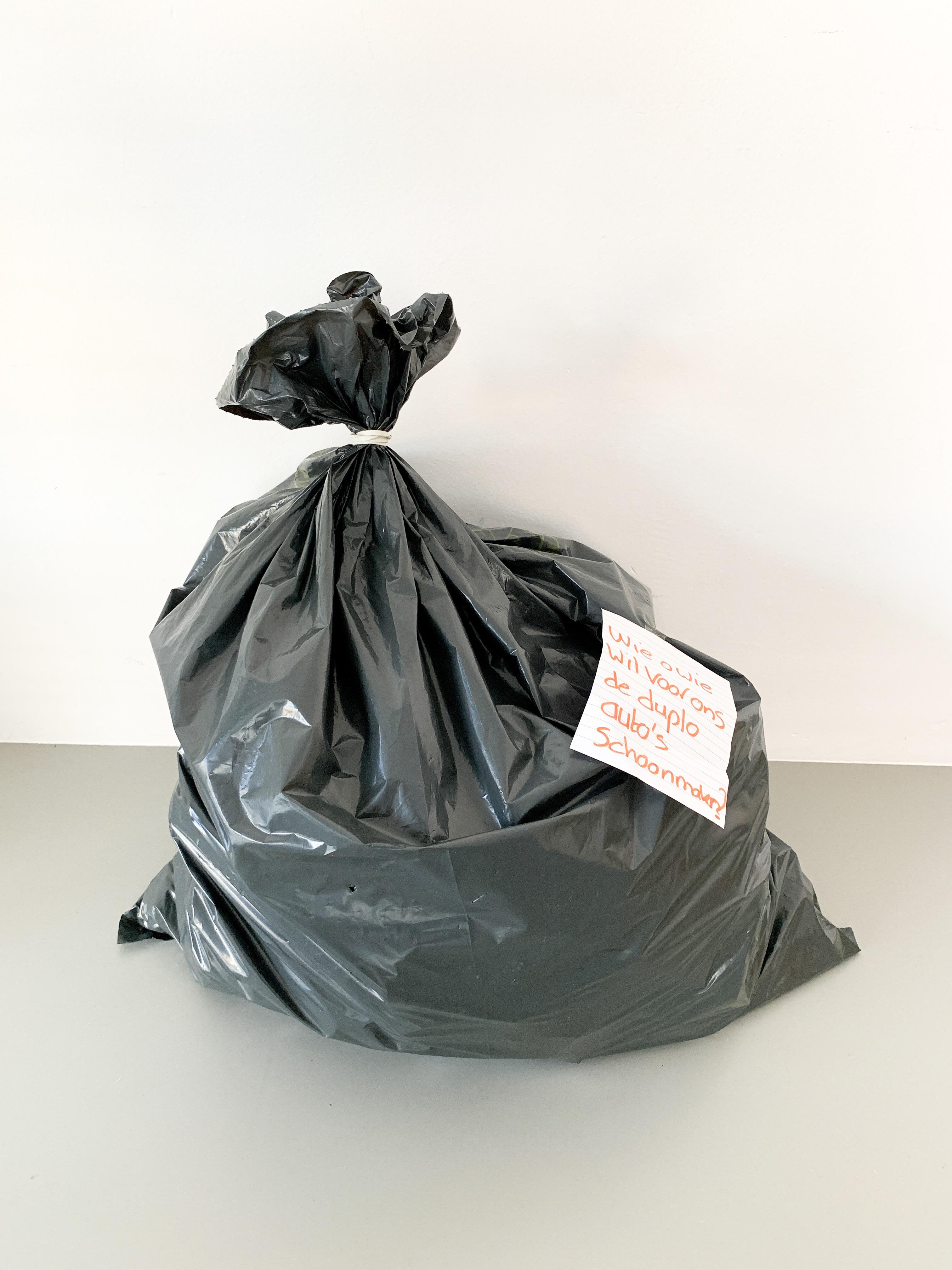 een zak duplo om schoon te maken voor school