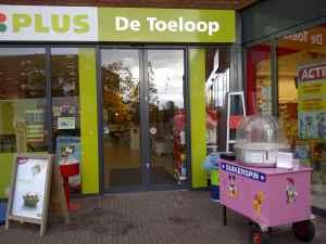 suikerspinwagen bij plus supermarkt De Toeloop in Eindhoven