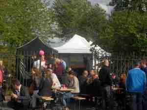 Buiten feest in Ibiza sfeer met bbq, smoothies en ijs