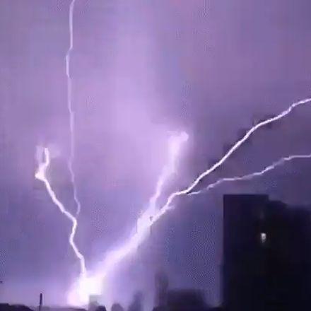 Heftige bliksem tijdens onweer in Engeland