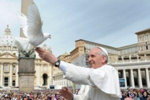 pope-francis-dove-3x2-555x370