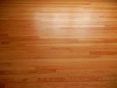 Bề mặt sàn gỗ tự nhiên đẹp và ấm áp