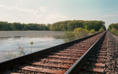 A pretty basic railroad shot, looks technically good, if a bit uninspired.