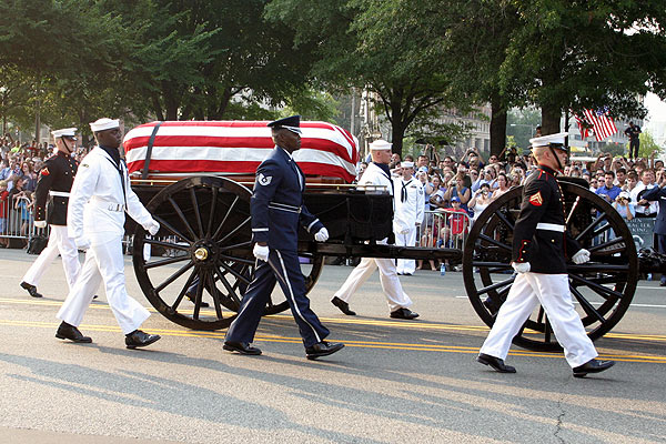 https://i0.wp.com/www.mikelynaugh.com/ReaganFuneral/Images/IMG_5424.jpg