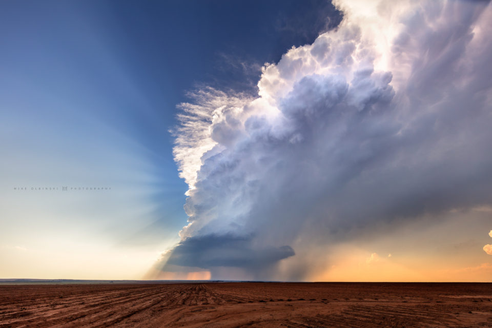 An isolated supercell south of Paducah, Texas, explodes upwards in an eruption of cumulus.