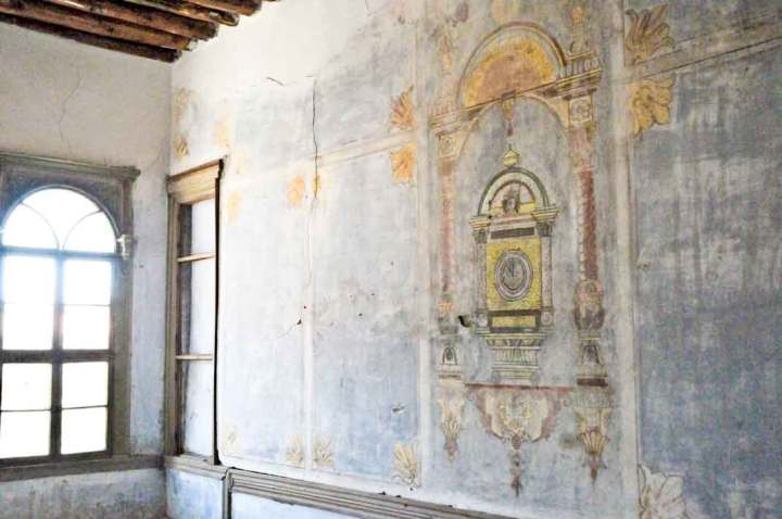 A mural in one of the rooms of the ottoman house in Develi. Note the wooden roof beams at upper left.