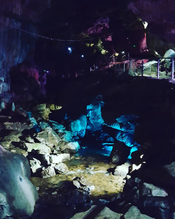 pooles cavern and buxton country park