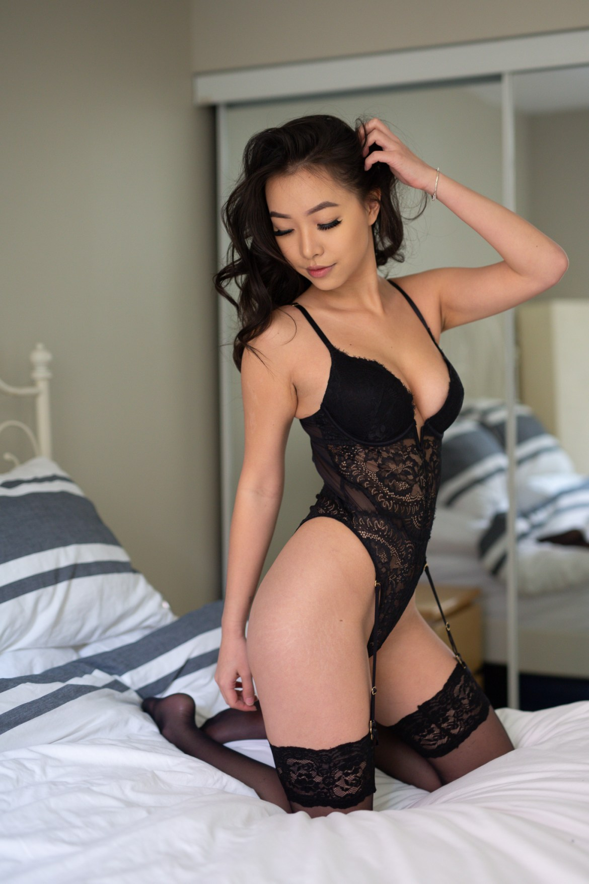 boudoir photographer, photoshoot, bed, beauty, bodysuit, mirror, before, raw image
