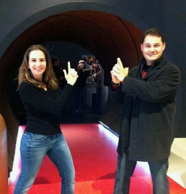 Casal Mikix na Exposição 007