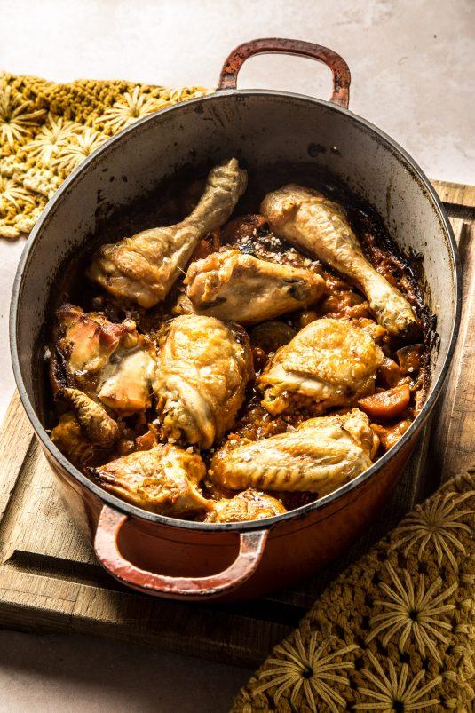 Kylling i ovn med kikærter og tomat
