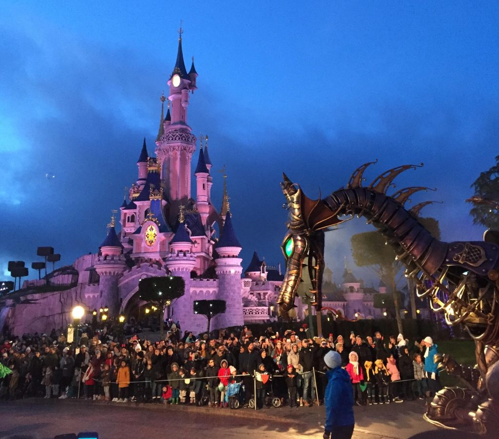 Disneyland Paris Parade Drachen