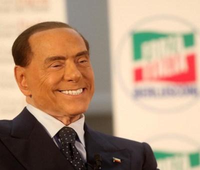 Silvio Berlusconi sorridente durante la campagna elettorale verso le elezioni politiche del 2018