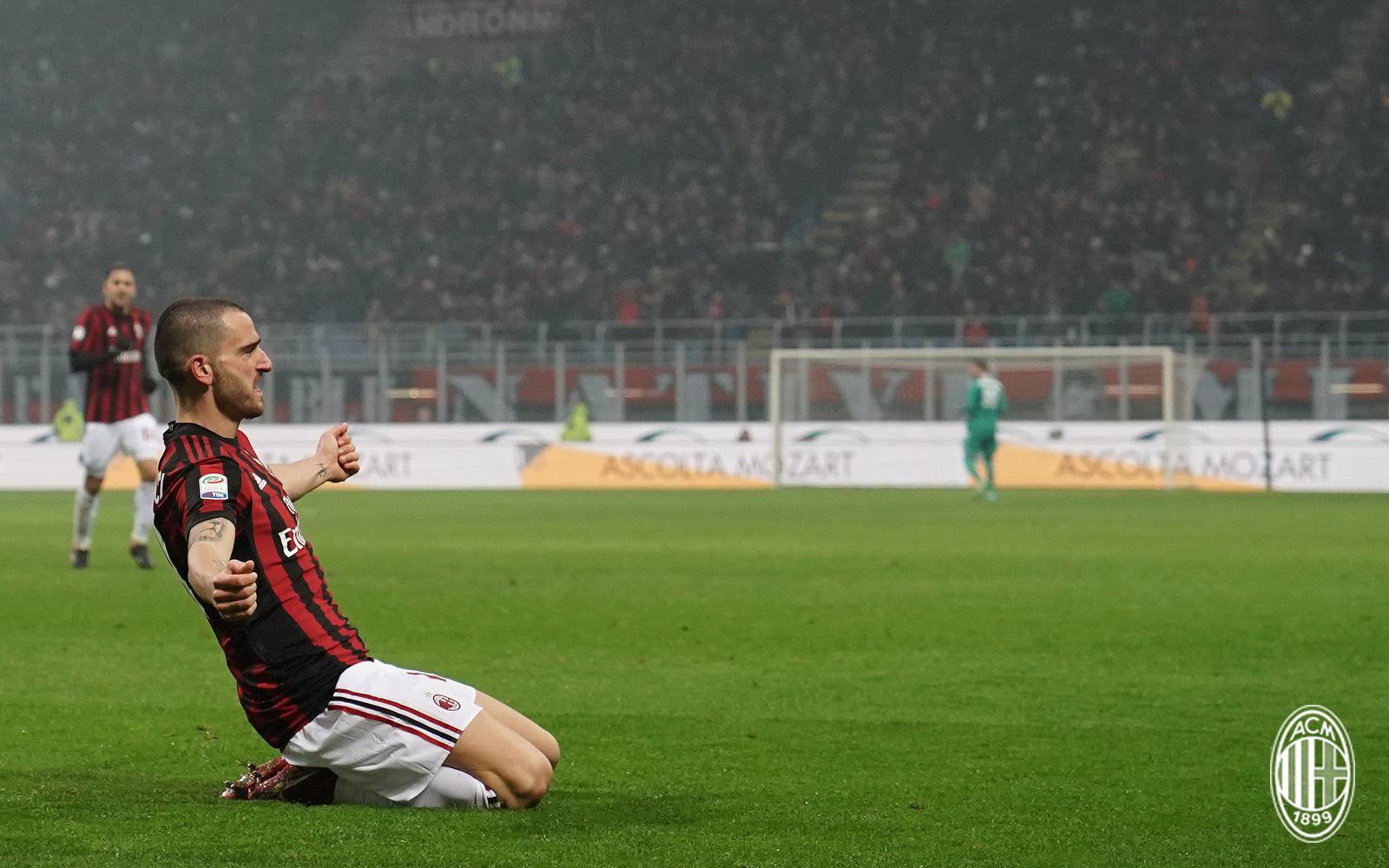 Leonardo Bonucci esulta dopo il gol in Milan-Crotone