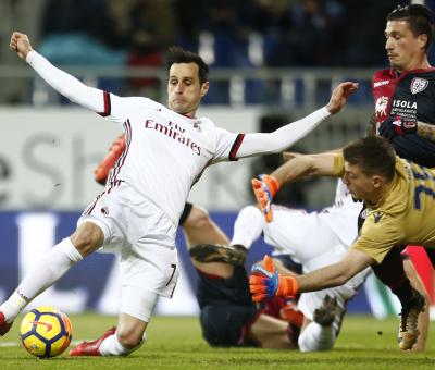 Nikola Kalinic in azione durante Cagliari-Milan