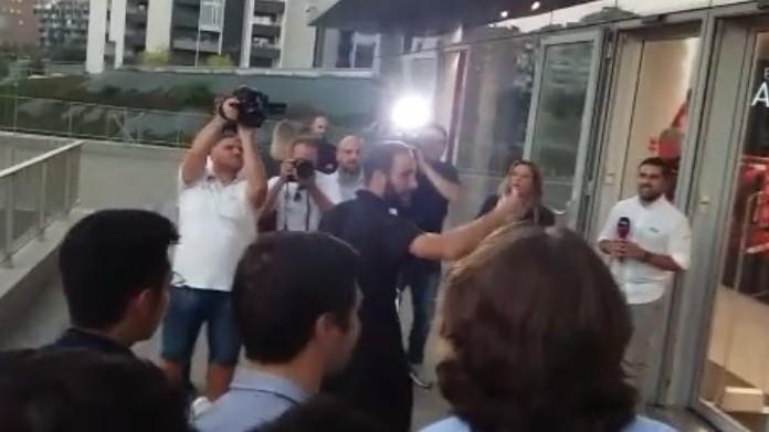 Higuain a Casa Milan tanti i tifosi accorsi per salutare