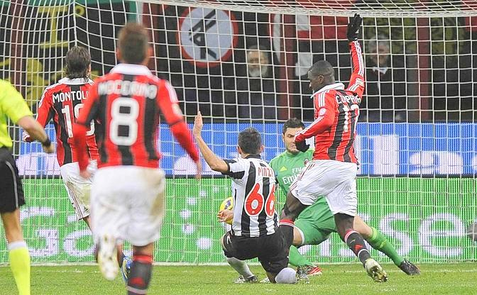 Udinese's Pinzi shoots to score as he is challenged by AC Milan's Zapata during their Italian Serie A soccer match at the San Siro stadium in Milan