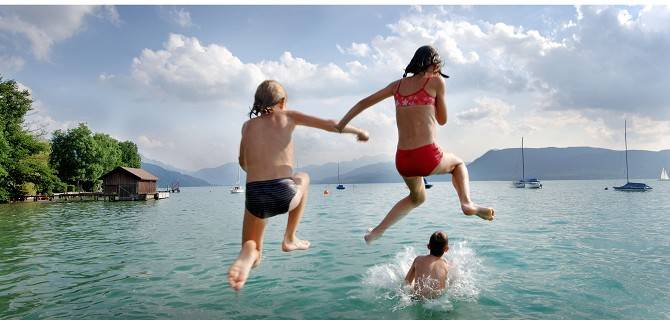 Sport acquatici e divertimento a bordo lago